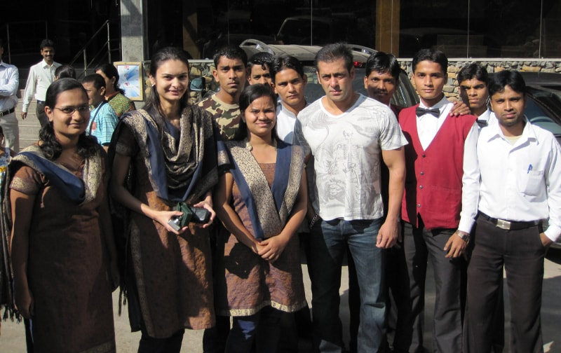 Salman Khan with hotel staff At Ravine Hotel