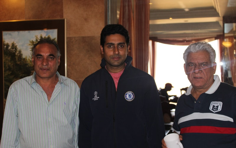 The Ravine Celebs are Back! Here's Abhishek Bachchan and Om Puri sharing pixels with Razzaq Sunesra