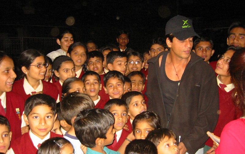 Shahrukh Khan surrounded by admiring young fans